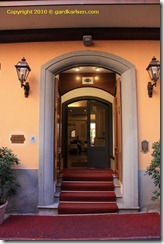 Hotel_Touring_Bologna_entrance