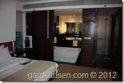 Le_meridien_bangkok_bed_room_bath_room