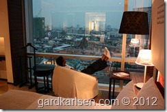 Le_meridien_bangkok_bedroom_chair